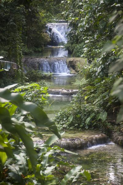 Water cascading down at Mele | Mele Cascades | St Vincent en de Grenadines