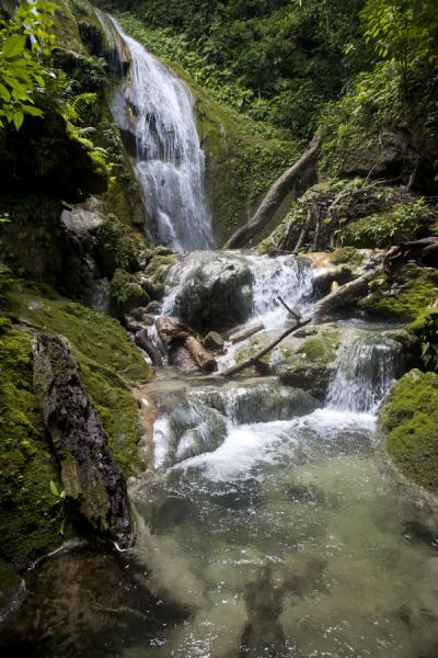 The wild pool at the top of Mele cascades | Mele Cascades | 发怒挖土