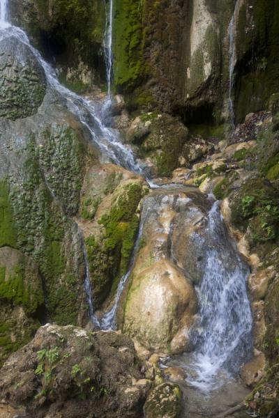 The waterfall at the high end of the cascades | Mele Cascades | 发怒挖土