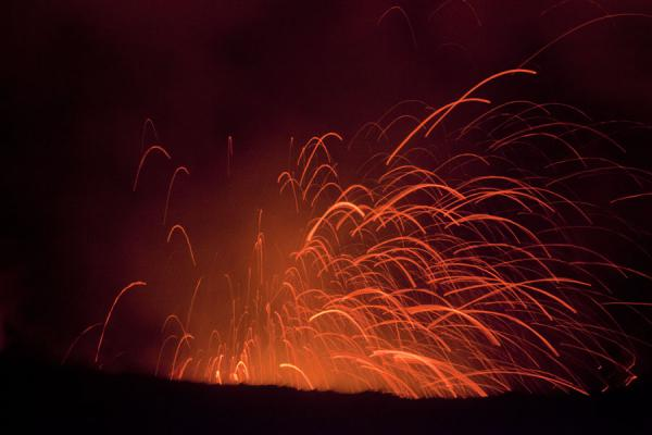 Picture of Mount Yasur (Vanuatu): A fountain of glowing hot rocks being thrown into the sky
