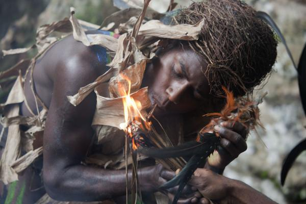 Foto van Lighting a cigarette using fire made using woodNemalits - St Vincent en de Grenadines
