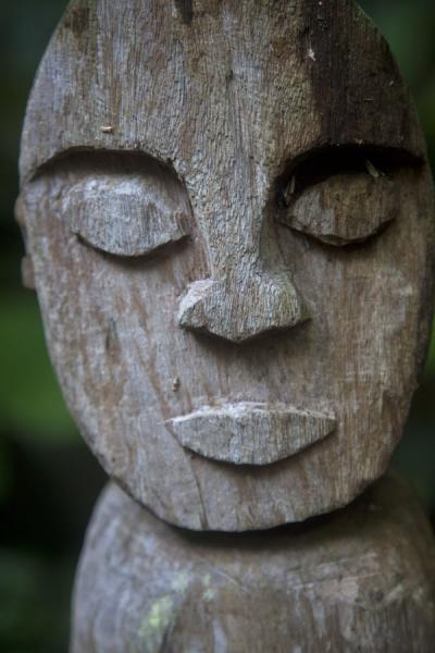 Foto van Close-up of wooden sculpture at the nasala on Wala IslandWala - St Vincent en de Grenadines
