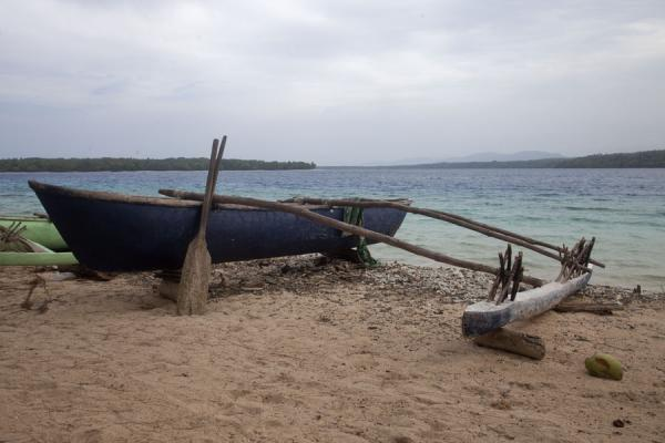 Picture of Wala Island (Vanuatu): Outrigger canoe on the beach of Wala Island
