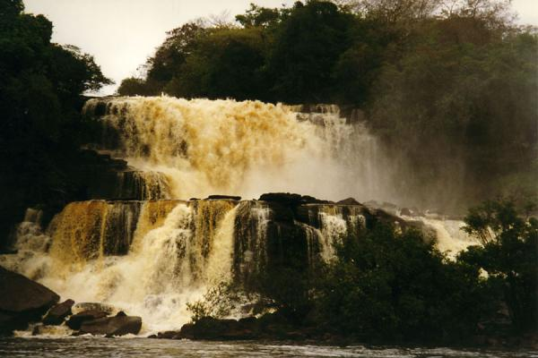 One of the waterfalls on the way to Angel Falls - 委内瑞拉 - 北美洲