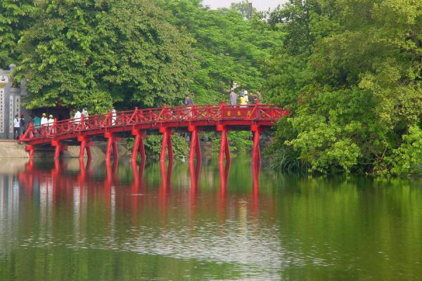 Foto de The Huc (Rising sun) bridge leading to Ngoc Son templeHanoi - Vietnam