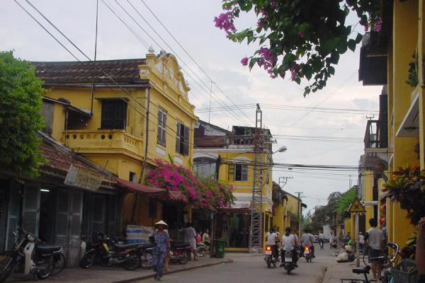 Foto de One of the busy streets of Hoi AnHoi An - Vietnam