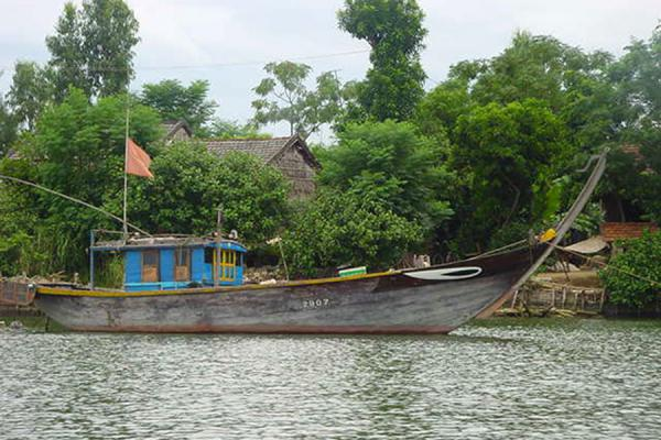 Foto di One of the typical boats you'll find in the Mekong riverFiume Mekong - Vietnam