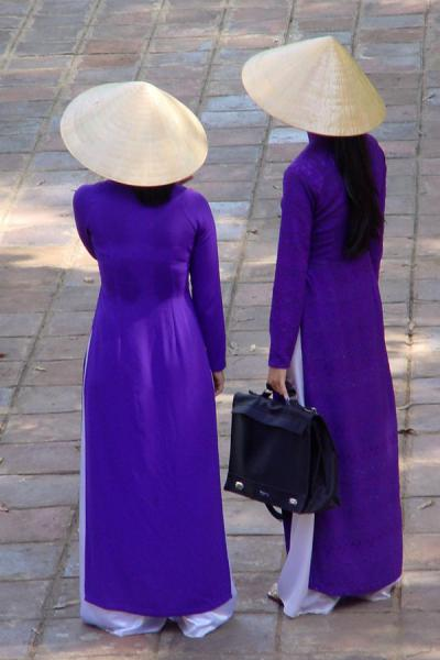 Picture of Conical hats (Vietnam): Vietnamese girls wearing conical hats