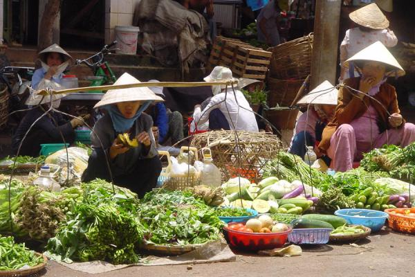 Hats form a constant in chaotic markets | Conical hats | Vietnam