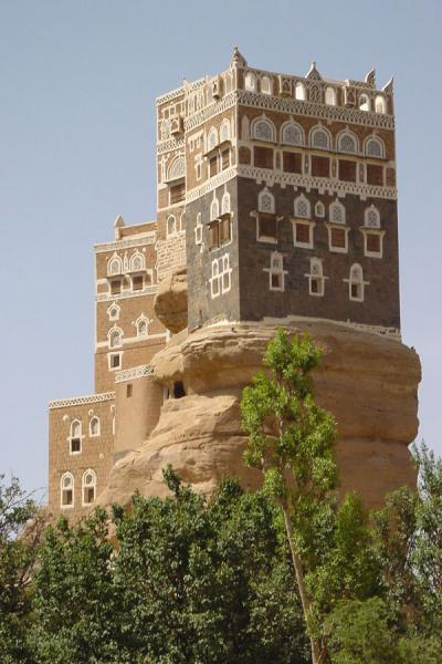 Picture of Dar Al Hajar (Yemen): Dar al Hajar seems to grow out of the rocks