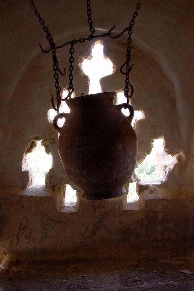 Picture of Dar Al Hajar (Yemen): System to cool water in jars at the Rock Palace or Dar al Hajar