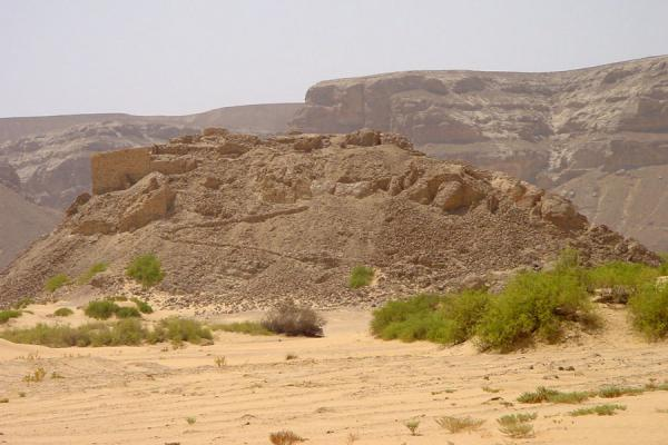 Foto di Husn al Urr on top of natural hillWadi Hadramawt - Yemen