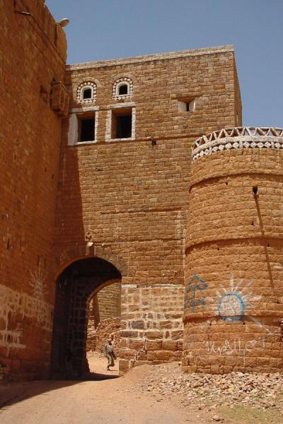 Foto di The only gate of Kawkaban ensured an easily defendible entrance to the villageKawkaban - Yemen