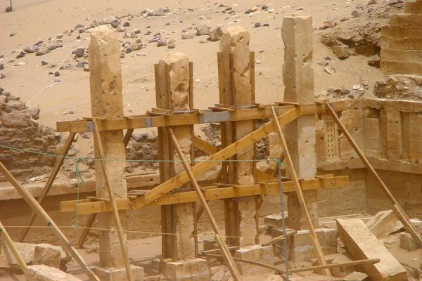Foto de Some of the pillars of the temple of the SunMarib - Yemen