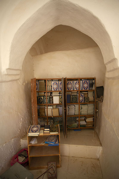 Picture of Qabr Nabi Hud (Yemen): Books in a corner of the prayer hall at the shrine