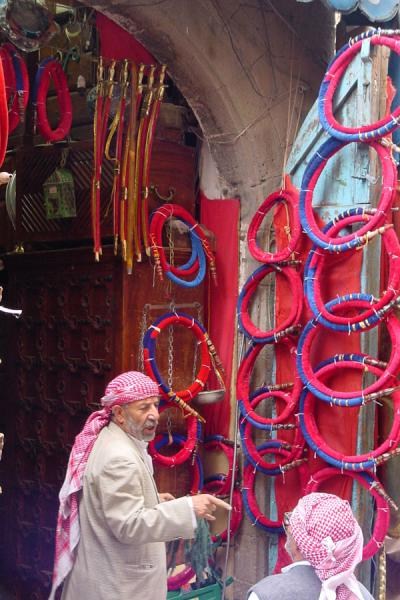 Picture of San'a suq (Yemen): Salesman and customer in San'a's suq