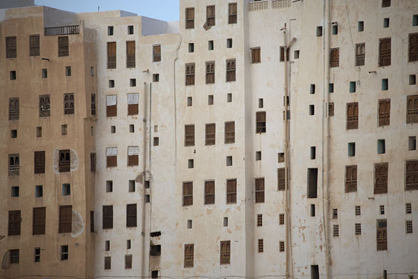 Picture of Shibam's alleys are narrow and without sunlight