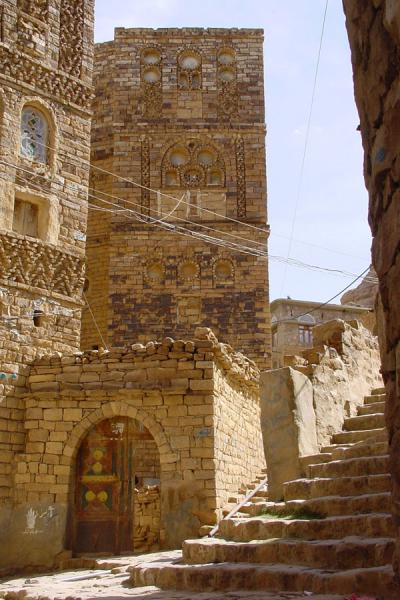 Foto di Typical street scene in Thulla: stone stairs, walls and decorationsThulla - Yemen