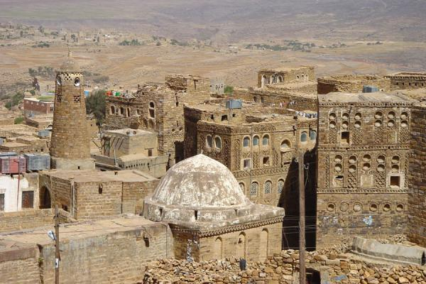 Foto di Thulla seen from above, with mosque and typical housesThulla - Yemen