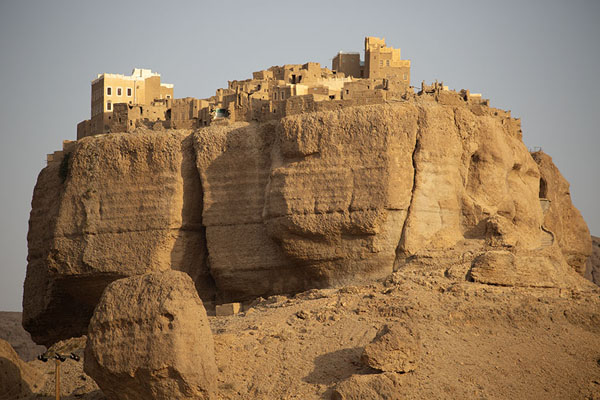 Foto di The peculiar shape of Al Hajjarayn in Wadi DawanWadi Dawan - Yemen
