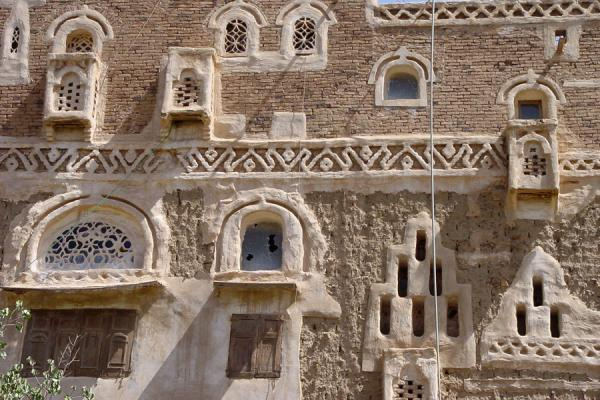 Picture of Wadi Dhahr (Yemen): Detail of typical house in Wadi Dhahr
