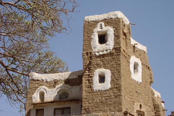 Picture of Wadi Dhahr (Yemen): Clay house in Wadi Dhahr