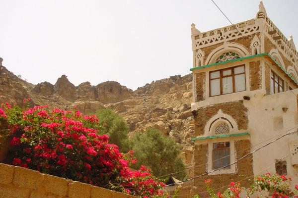 Picture of Wadi Dhahr (Yemen): House with flowers in Qaryat al-Qabil in Wadi Dhahr