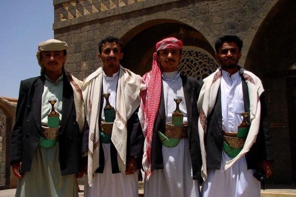 Picture of Yemeni People (Yemen): Yemenis showing their traditional dress and jambiya