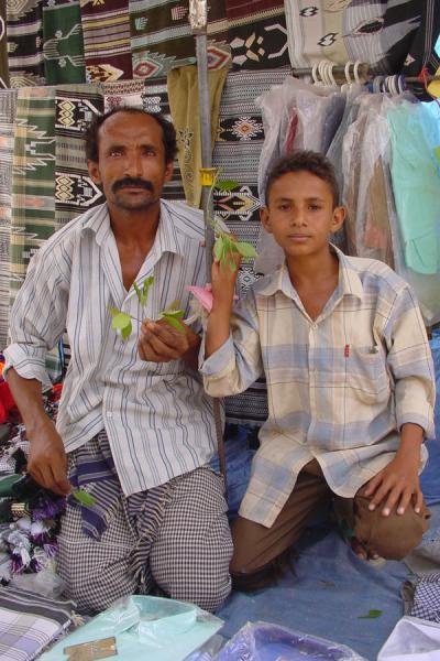 Picture of Yemeni People (Yemen): Father and son in the Bait al Faqih market