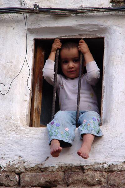 Picture of Yemeni People (Yemen): Small child in window in San'a