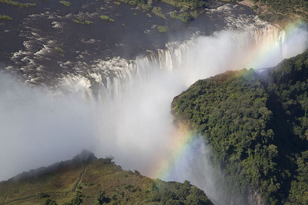 Foto van Rainbow over Danger Point and the eastern part of Victoria FallsVictoria Falls - Zimbabwe